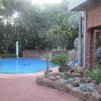 5 bedroom House 2 Bathrooms granny flat pool 5 Garages