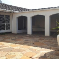 Spacious home in upmarket area!