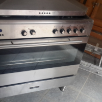 Gas and electric stove,5  burners and oven