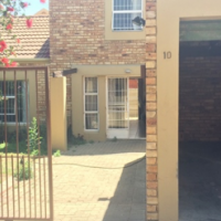 URGENT - Charming 4 Bedroom Townhouse For Sale in Wilgeheuwel
