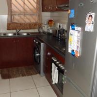 Ground Floor Corner Unit Flat in Excellent Condition - Rosenvale Estate