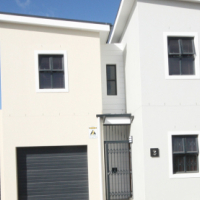 Large Modern 3 Bedroom Townhouse for Sale in popular Westmont in Sonkring