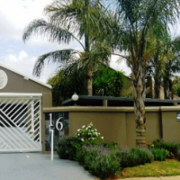 Entertainers Delight 4 bedroom house in Constantia Kloof available.