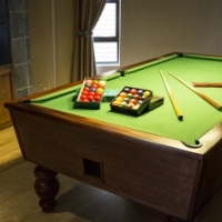 POOL TABLE solid wood 3/4 with 6 legs Coin operated for sale!