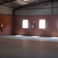 IMMACULATE 788SQM WAREHOUSE with openplan offices/yard/washbay TO LET!! very visible