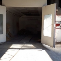 WORKSHOP WITH SPRAYBOOTH AND LARGE YARD STREETFRONT TO LET IN TOWN!!