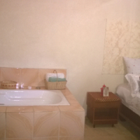fully furnished house to let with a living in maid
