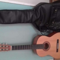 Yamaha Classical Guitar with Carry Bag in Excellent Condition For sale