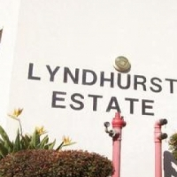 Lyndhurst 2bedrooms, bathroom, kitchen, lounge, Rental R4900 pre-paid electricity, pool and carport