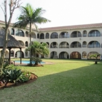 AMANZIMTOTI,SELF-CATERING ,JUNE 3  & 4 WEEKDAY SPECIALS,STUNNING GROUND FLOOR,RIGHT ON BEACH,MAX6
