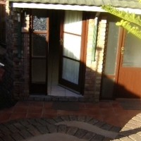 SELF CATERING 1 BEDROOM GARDEN FLAT FOR  SINGLE PERSON / STUDENT