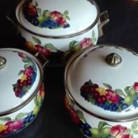 Lincoware Pot set (enamel - fancy) - 3 pots + lids (never used)