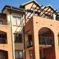 Carlswald Hilltop Lofts 1bedroomed loft unit to let for R4800 pre-paid electricity bathroom, kitchen
