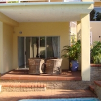 Large upmarket garden apartment in Durban North available from 1 July