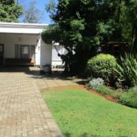 Pragtige en gevestige leefhuis/Beautiful and past service live house (Stilfontein)