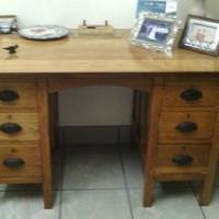 Oak desk..good condition..122x70x76