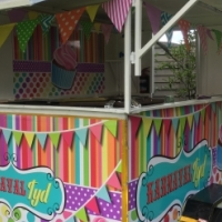 Food trailer for sale with 4 burner gastop, built in sink. Is roadworthy and licence paid up yo date