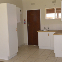 Dowerglen open plan bachelor for R4000 Glendower Place
