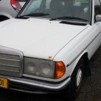 Mercedes Benz 230E automatic 1985 on special sale R17500