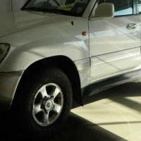 Toyota Land Cruiser 100 VX V8 (AHC)
