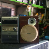 Philip dvd/cd player plus speakers