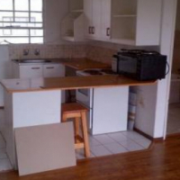 Fontainebleau open plan bachelor flat to let for R4000 on Rabie Street