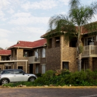Well-maintained 2-bed stack simplex in Highveld Centurion