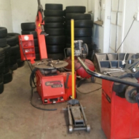 Tyre Changer Machine and Wheel Balancer For Sale.