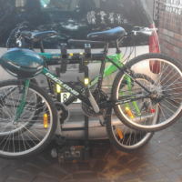 Bicycle carrier for 4 bikes made of steel, tow bar attachable. Lockable to the car.
