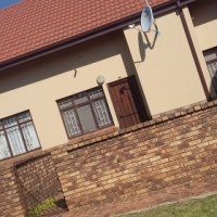 2 bed room free standing town house to share. no deposit needed in kempton park