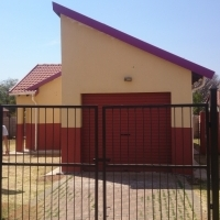 Freestanding House with decent yard in Karenpark