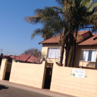 Pretoria Gardens 3bed Duplex called Oak Villas,