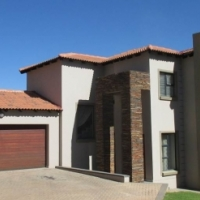 4 Bedroom House in Rietvalleirand (Pretoria East) - includes all curtains