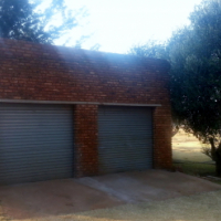 Lekker ruim woonhuis op landbouhoewe aan die Wesrand! (Randfontein, Carletonville, Westonarea, Jhb.)