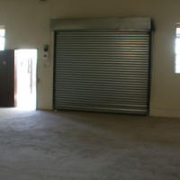 100 square meter workshop space to let. Great location