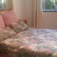 Llandudno 1 Bedroom Garden Cottage, light, bright and close to Sea
