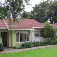 OFFICES (3) WITH RECEPTION AREA & MEETING ROOM + 2 BEDROOM GARDEN COTTAGE IN CRYSTAL PARK, BENONI