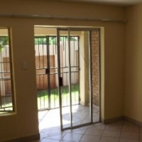 Melrose 1bed, bath, kitchen, lounge, Rental R5000 townhouse off Corlett Drive Call 061 456 2804 or w