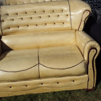 4 piece Sofia couch brand new very good quality