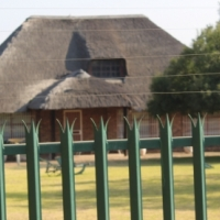 BENONI-MARISTER-2 Ha-WELL KEPT 2 BED INDER LOVELY THATCH=WORKSHOP