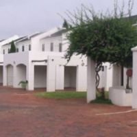 Stunning 3-bedroom up-market unit in a beautiful Cape-Dutch style complex!