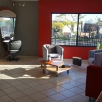Fully equipped hair salon to let