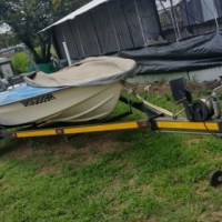 Boot trailer with boat