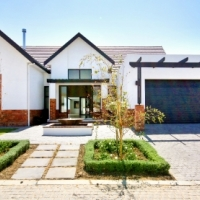 Spacious elegant home in tranquil Somerset West estate