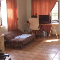 2 bedroom pet friendly house in Mount Moreland to let