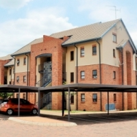 FOR SALE: 2 BEDROOM 2ND FLOOR LOFT APARTMENT IN HILLTOP LOFTS, CARLSWALD, MIDRAND
