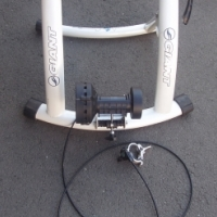 GIANT Cyclotron Mag Indoor Trainer - in excellent condition