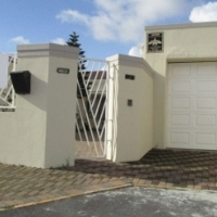 Perfect Lock Up & Go Semi Detached home in Lansdowne