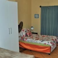 0.5 Bedroom Garden Cottage To Let in Rooihuiskraal North