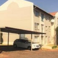 Room available in townhouse for a single lady Weltevreden Park